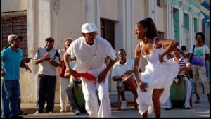 CUBA. SANTIAGO DE CUBA. Un couple danse une rumba guaguanco ( un jeu d'attraction-répulsion entre un homme et une femme)a