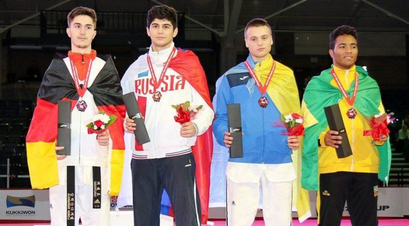 podio-mundial-junior-de-taekwondo-1038x576