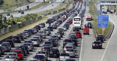 Trânsito na Imigrantes, sentido litoral, continua muito ruim no início da tarde