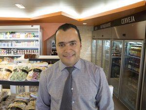 Carlos, o gerente geral, com 10 anos de experiência na Granja