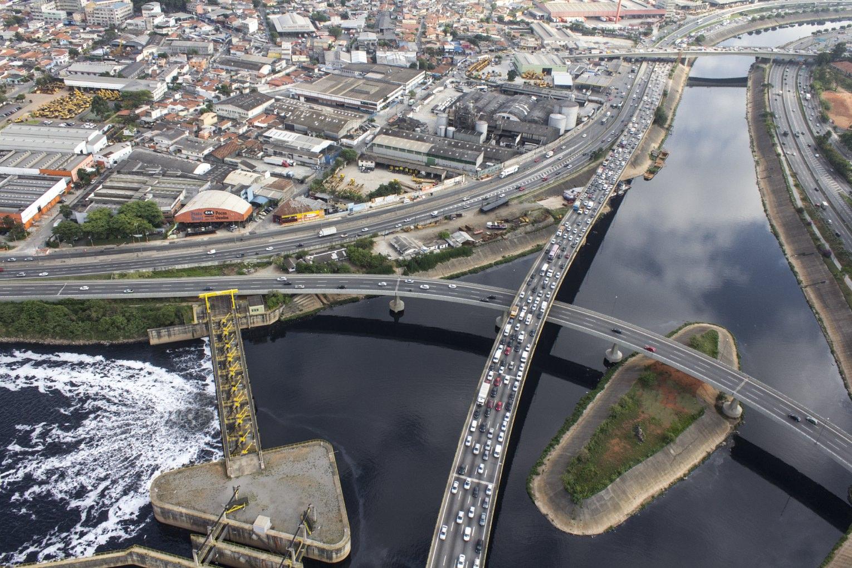 Maior concentração urbana do país, São Paulo possui 36 municípios ligados a ela, com mais de 1,7 milhão de pessoas se deslocando em suas 491 ligações – a principal delas entre Guarulhos e Osasco.