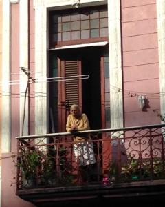 Cuba Havana Mulher na varanda