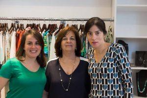 Elenice Degasperi entre as filhas Juliana e Patricia, o trio que comanda a Pimenta Rosa